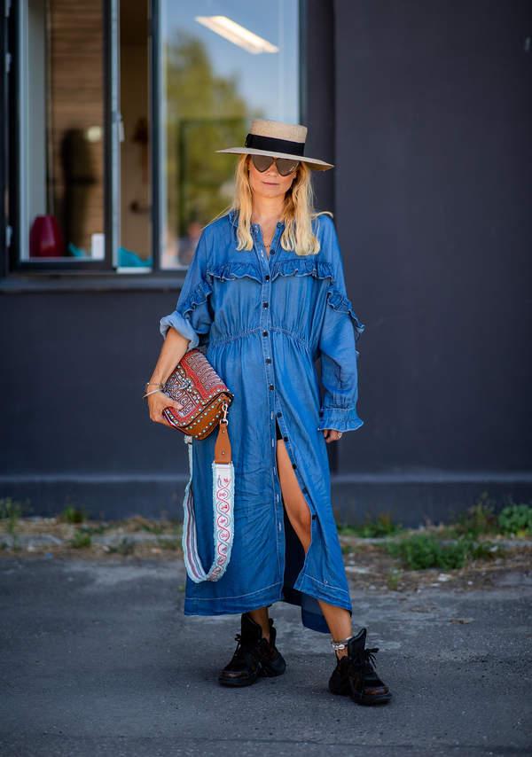 sukienki-koszulowe-i-szerokie-tuniki-jakie-torebki-i-paski-dobrac-do-tych-stylizacj