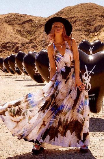sukienki midi z sieciówek w stylu gwiazd, shopping