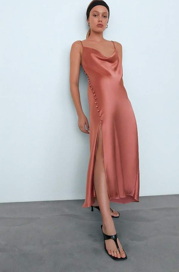 sukienki-na-sylwestra-2020-te-kreacje-sprawdza-sie-podczas-swietowania-w-domu
