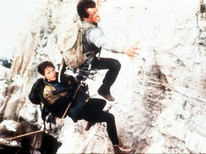 Sylvester Stallone i Janine Turner w filmie Na krawędzi, Cliffhanger