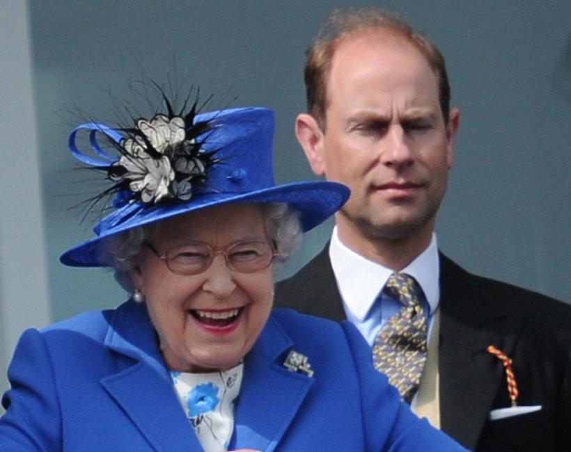 Syn królowej Elżbiety II, książę Edward, królowa Elżbieta II