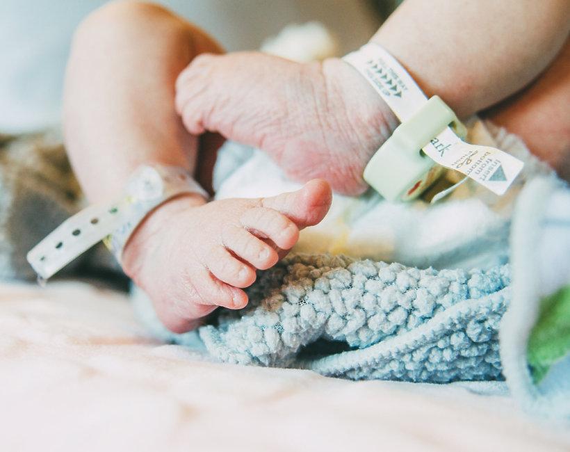 SześcioraczkiSześcioraczki, dziecko, stopy dziecka, narodziny dziecka