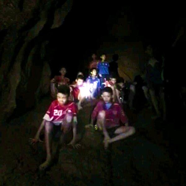 Tajlandzka drużyna sportowa uwięziona w jaskini
