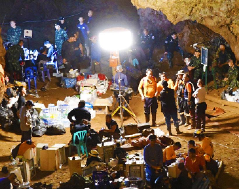 Tajska drużyna sportowa w jaskini