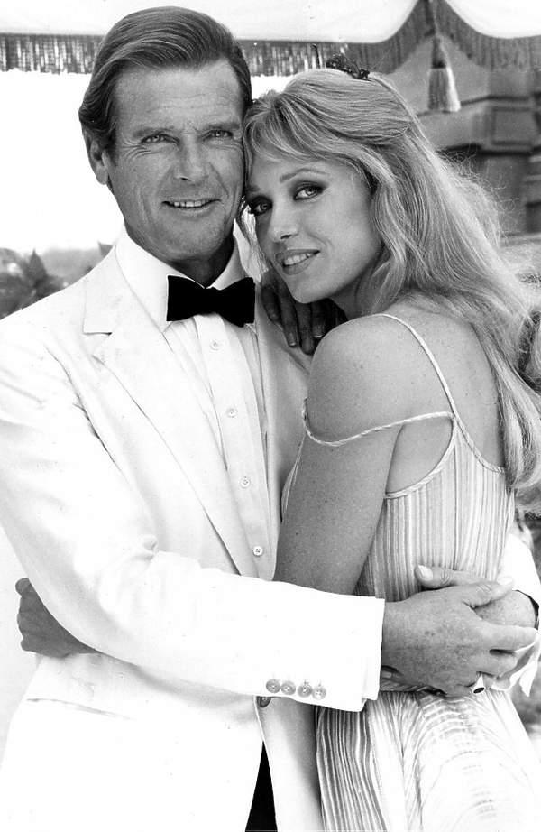 Tanya Roberts, Roger Moore