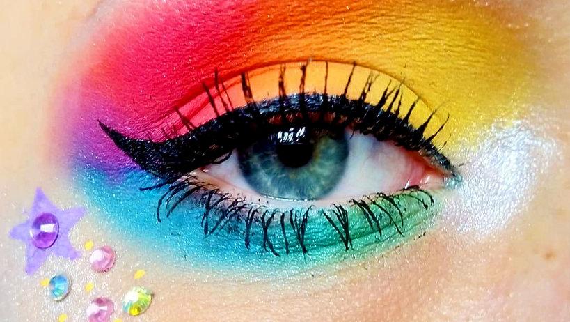 tęczowy makijaż