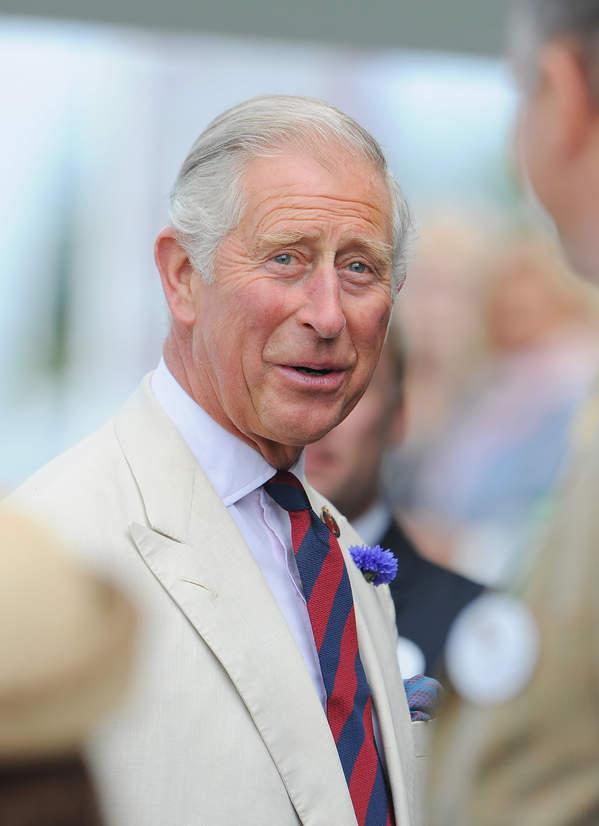 Teorie spiskowe o brytyjskiej rodzinie królewskiej: książę Karol jest wampirem?