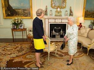 Theresa May, nowa premier Wielkiej z Królową Elżbietą II