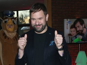 Tomasz Karolak na imprezie mikołajkowej w hotelu Brant