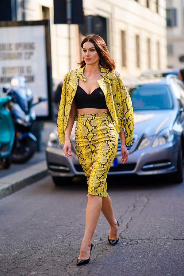 trendy-2020-jak-nosic-spodnice-olowkowa-do-modnych-bluzek-i-szpilek