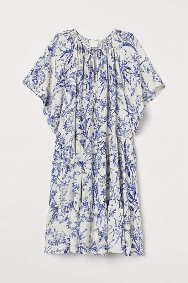 trendy-dorota-szelagowska-w-zjawiskowej-sukience-na-lato-2020-od-lukasza-jemiola-podobna-kupisz-w-hm