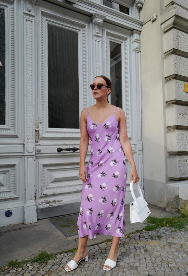 trendy-lato-2020-jak-dobrac-modne-szpilki-do-sukienki-w-kwiaty-wiemy-gdzie-kupisz-je-teraz-w-promocji