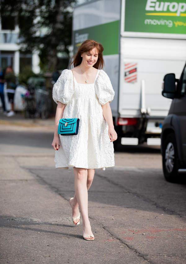 trendy-na-lato-2020-jak-nosic-modna-sukienke-typu-babydoll-ten-fason-to-hit-sezonu2