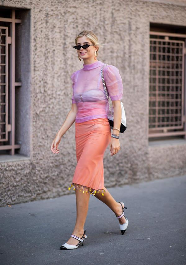 trendy-na-lato-2020-jak-nosic-spodnice-olowkowa-do-modnych-bluzek-i-szpilek4