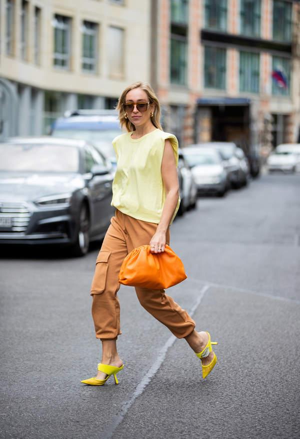 trendy-na-lato-2020-jak-stylizowac-oversizowe-koszule-i-bluzki1