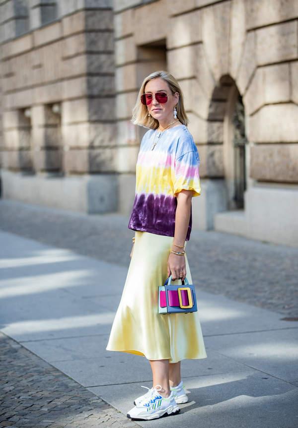 trendy-na-lato-2020-jak-stylizowac-oversizowe-koszule-i-topy