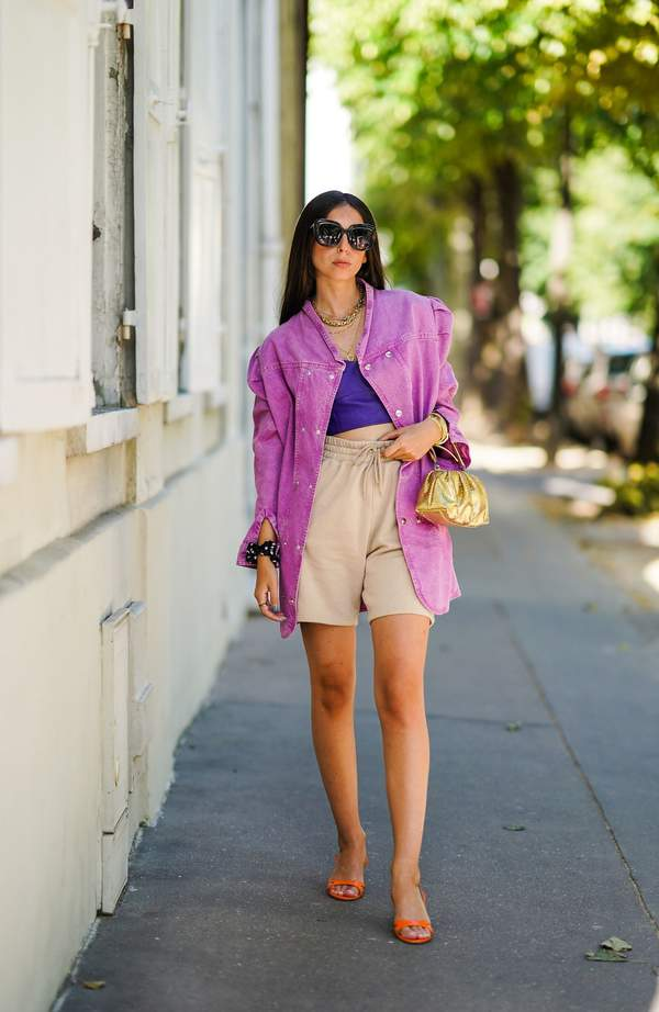 trendy-na-lato-2020-jak-stylizowac-oversizowe-koszule-i-topy0