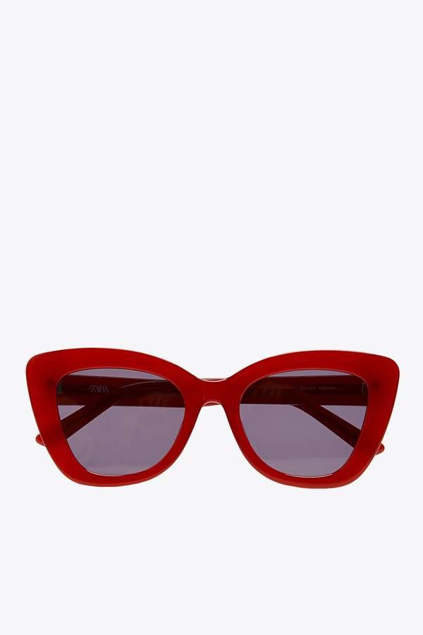 trendy-na-lato-2020-modne-okulary-przeciwsloneczne-i-slomkowe-kapelusze3