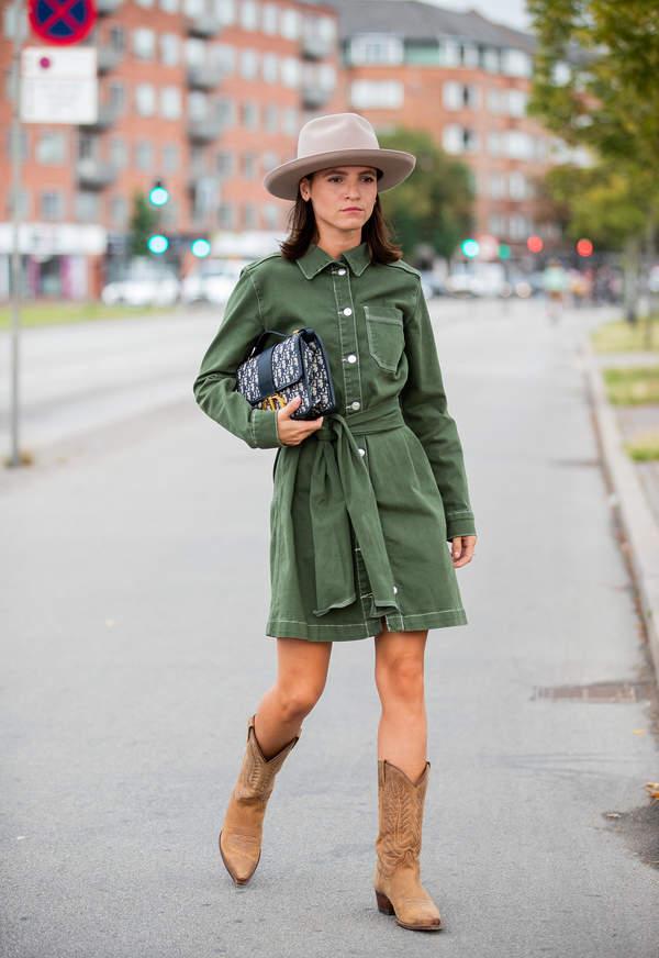 trendy-na-lato-2020-sukienki-koszulowe-i-szerokie-tuniki-jakie-torebki-i-paski-dobrac-do-tych-stylizacji