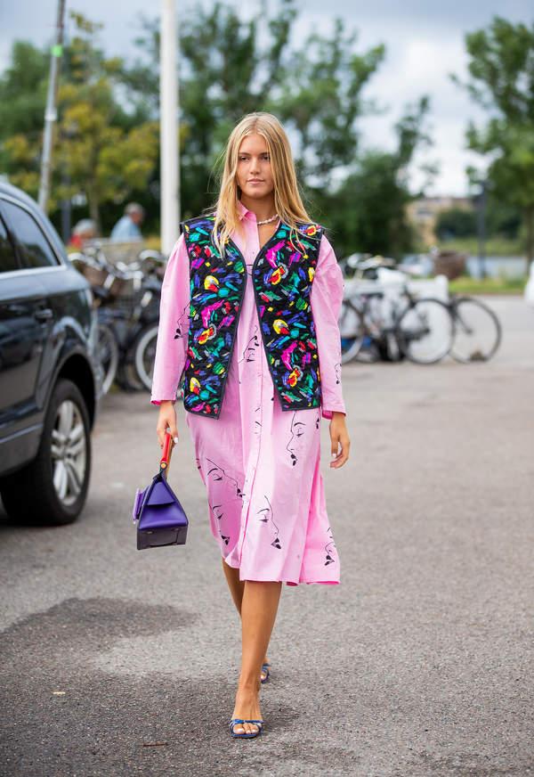 trendy-na-lato-2020-sukienki-koszulowe-jak-je-nosic