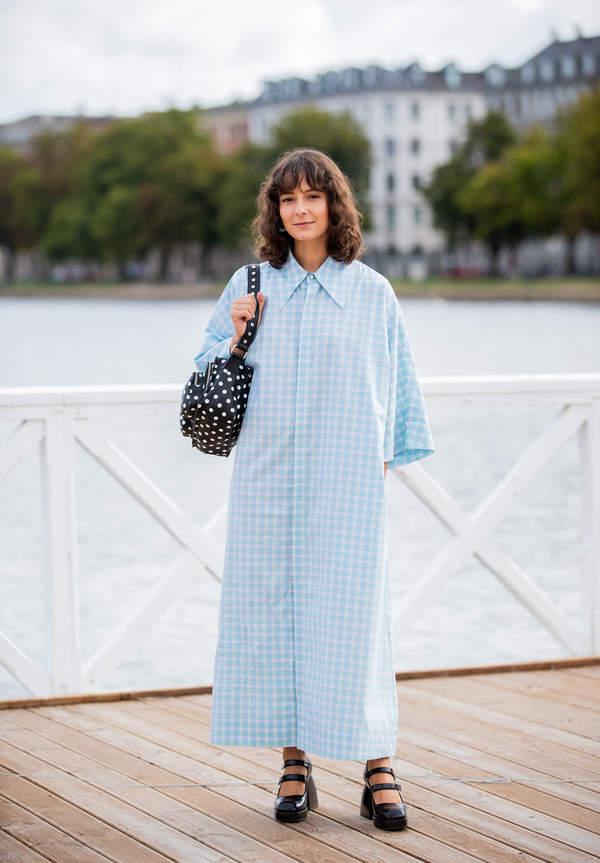 trendy-na-lato-2020-sukienki-koszulowe-jak-je-nosic-modnie