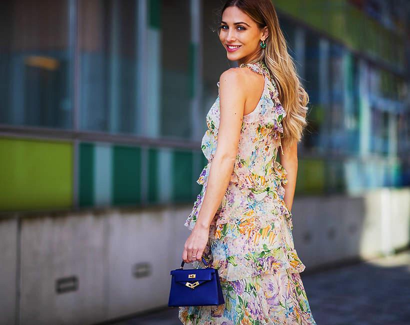 Trendy na wiosnę 2021: modne sukienki, bluzki i spódnice w kwiaty!