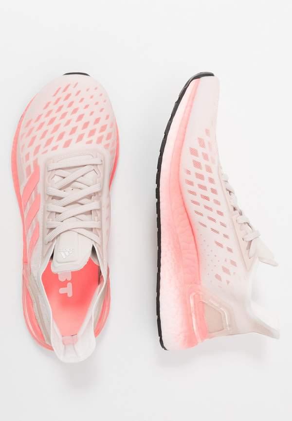 trendy-ulubione-sportowe-sneakersy-meghan-markle-kupisz-je-teraz-na-wyprzedazy