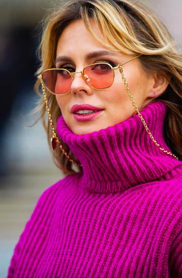 trendy-wiosna-lato-2020-okulary-przeciwsloneczne-z-lancuszkiem-to-hit-sezonu