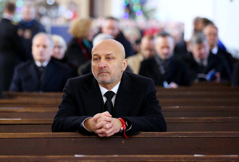 Uczestnicy pogrzebu Pawła Adamowicza, premier Kazimierz Marcinkiewicz