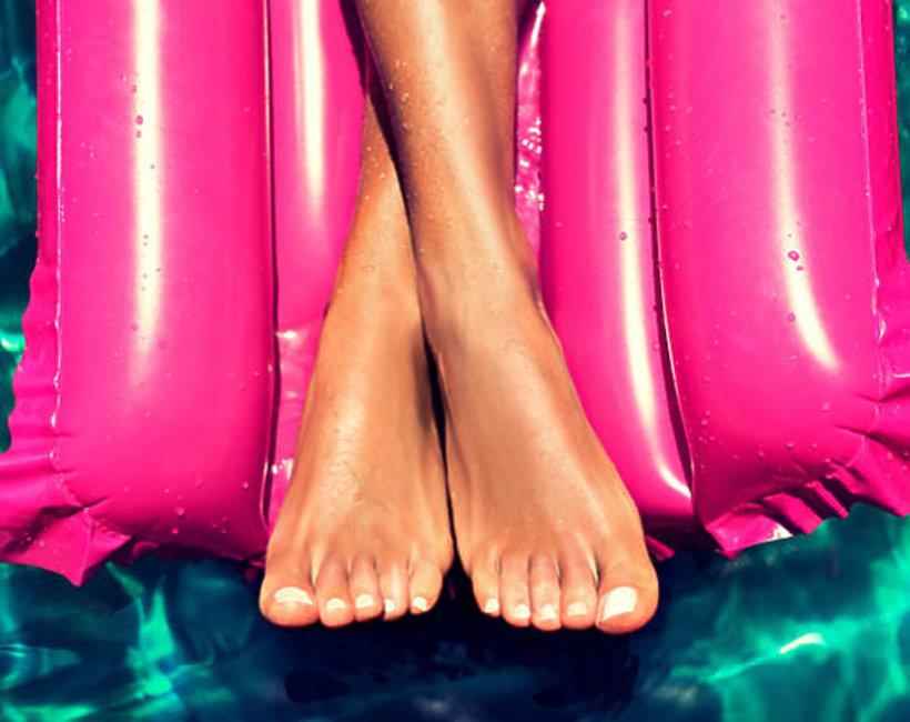 uroda, pielęgnacja stóp, pękające pięty
