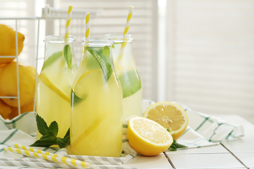 Woda z cytryną i miętą