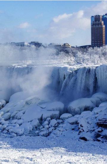 wodospad Niagara zamarza