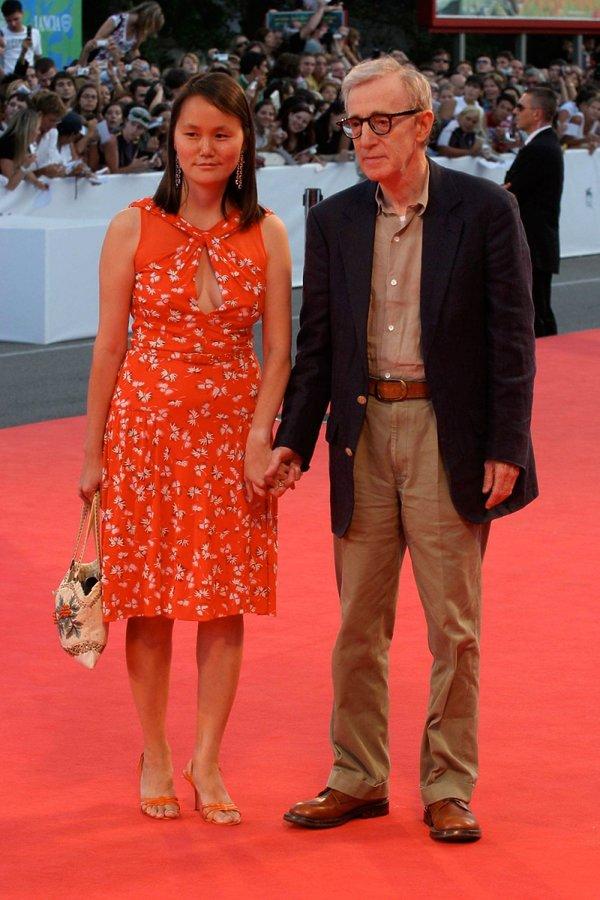 Woody Allen w czerwonej sukience