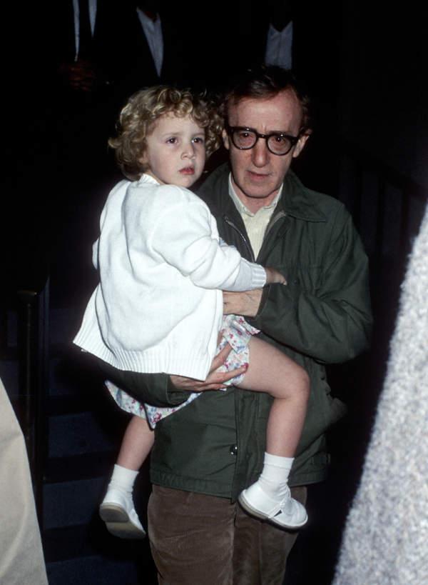 Woody Allen z adoptowaną córką, Dylan, 1989 rok