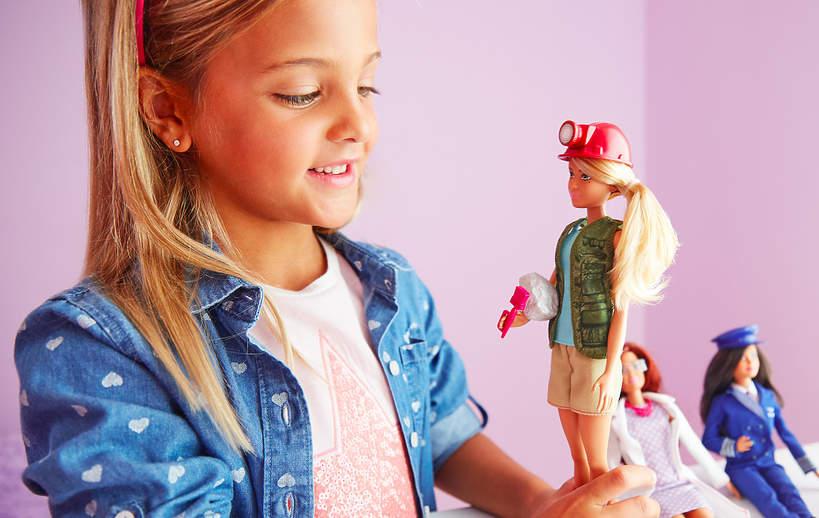 zabawa lalkami barbie