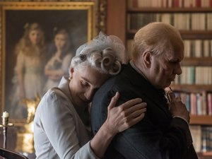 zdjęcie z filmu Czas mroku, Darkest Hour, reż. Joe Wright. Gary Oldman, Kirsten Scott Thomas, United International Pictures Sp. z o.o.