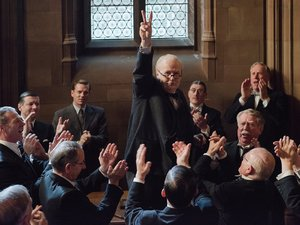 zdjęcie z filmu Czas mroku, Darkest Hour, reż. Joe Wright. Gary Oldman, United International Pictures Sp. z o.o.