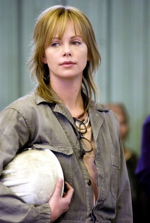 zdjęcie z filmu Daleka północ. Charlize Theron