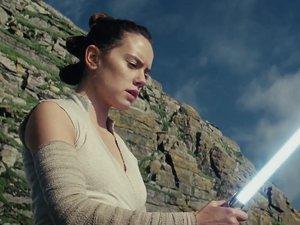 zdjęcie z filmu Gwiezdne wojny: Ostatni Jedi. Daisy Ridleu w roli Rey. Disney