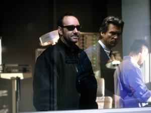 zdjęcie z filmu K-PAX. Kevin Spacey, Jeff Bridges