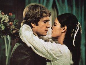 zdjęcie z filmu Love Story, Ryan O'Neil, Ali MacGraw