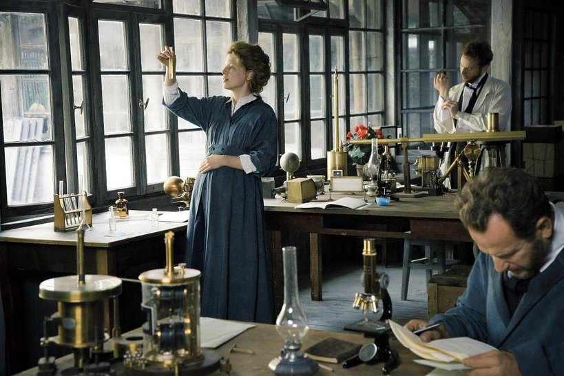 zdjęcie z filmu Maria Skłodowska-Curie. Kino Świat