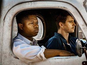 zdjęcie z filmu Mudbound, Garrett Hedlund, Jason Mitchell. Netflix