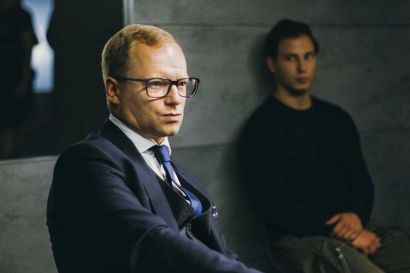 zdjęcie z filmu Na bank się uda. Maciej Stuhr