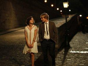 zdjęcie z filmu O Północy w Paryżu. Marion Cotillard, owen Wilson