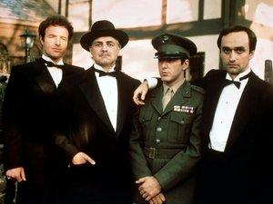 zdjęcie z filmu Ojciec chrzestny. James Caan, Marlon Brando, Al Pacino, John Cazale