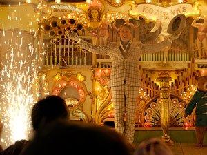 zdjęcie z filmu Paddington 2. Hugh Grant