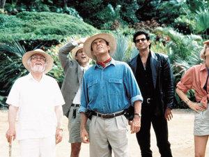 zdjęcie z filmu Park jurajski. Richard Attenborrough, Sam Neill, Laura Dern, Jeff Goldblum