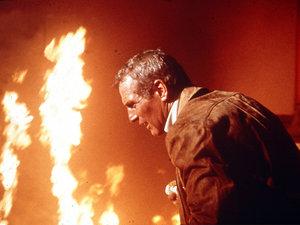 zdjęcie z filmu Płonący wieżowiec. Paul Newman
