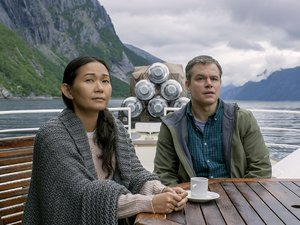 zdjęcie z filmu Pomniejszenie, Matt Damon, Hong Chau. United International Pictures